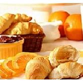 Croissants und Brötchen